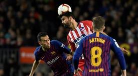 Diego Costa (c), lors du match de Liga face à Barcelone. AFP