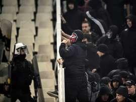 Des violents incidents ont éclaté dans le stade. AFP