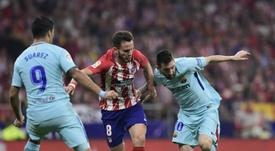 Saúl tiene claro que frenar a Messi es misión imposible. AFP