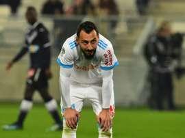 Mitroglou solo tocó el balón tres veces... ¡y la primera fue el saque inicial! AFP