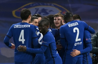 Los jóvenes talentos deberán probar suerte fuera del Chelsea para contar con minutos. AFP