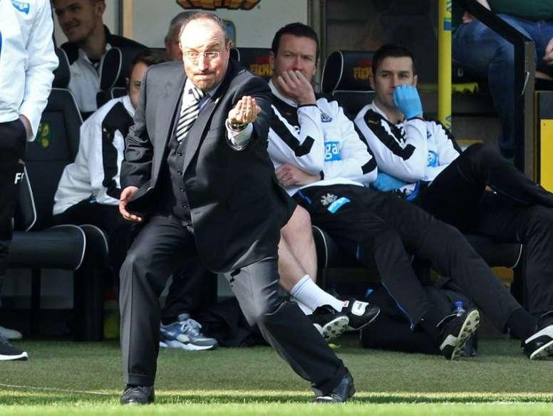 Rafa Benítez valoró positivamente la renovación del portero Elliot. AFP