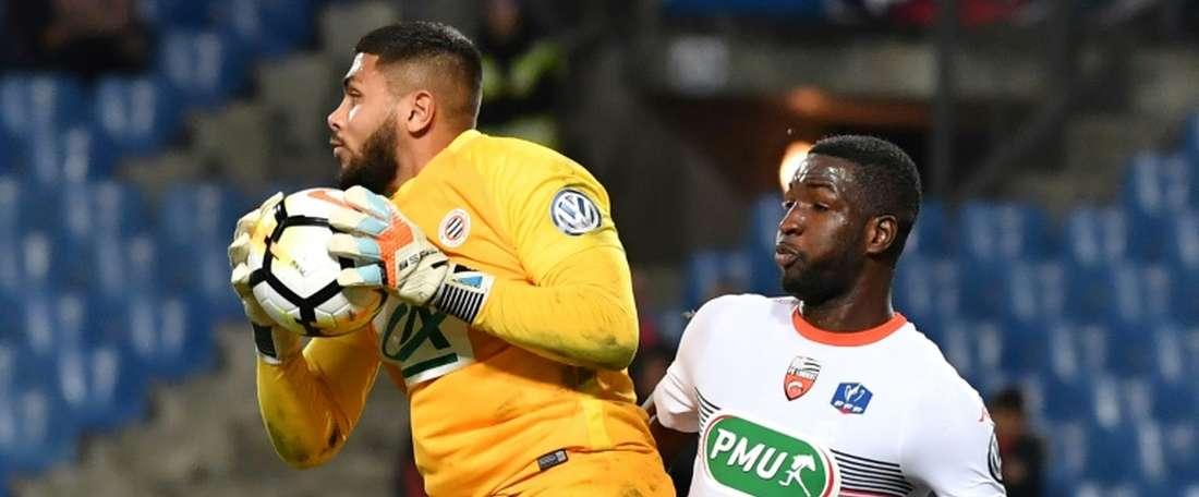 Le gardien de Montpellier, Dimitry Bertaud (g), lors du 16ème de finale de la Coupe de France. AFP