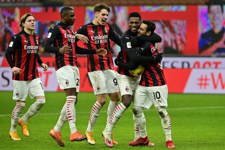 El Milan sigue de cerca a Noah El Biache. AFP
