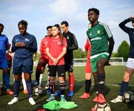 Au foot à Fleury, on cultive ensemble les jeunes pousses filles et garçons. AFP