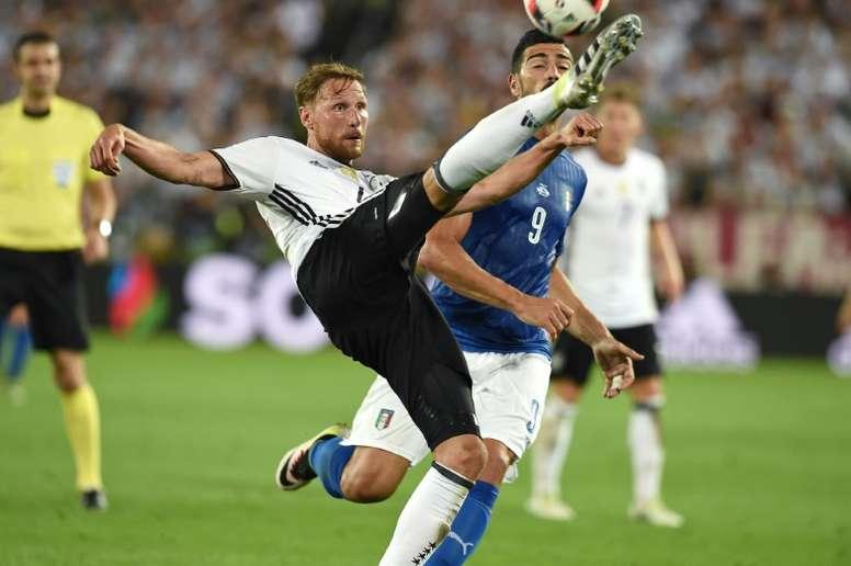 Höwedes prefiere dedicarle el tiempo a su hijo y no al fútbol. AFP