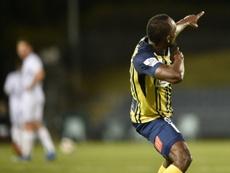 Usain Bolt, devenu footballeur, célèbre son but avec les Central Coast Mariners. AFP