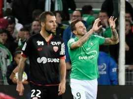 Saint-Etienne sen sort bien face à Dijon, grâce à un penalty de Nolan Roux à Geoffroy-Guichard, le 16 octobre 2016