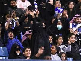 Des femmes assistent à une rencontre entre les clubs saoudiens d'Al-Hilal et d'Al-Ittihad. AFP