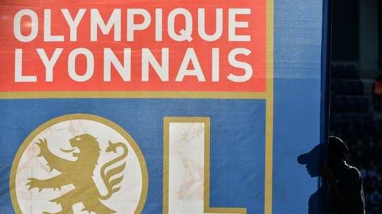 Le logo de l'Olympique Lyonnais sur un drapeau au cours d'un match de Ligue 1. AFP