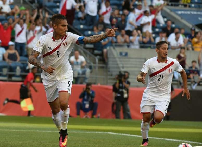 Paolo Guerrero es el máximo referente de la Selección de Perú. AFP