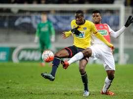 El delantero belga abandona la disciplina del Standard de Lieja. AFP