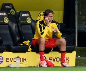 Le gardien du Borussia Dortmund Roman Weidenfeller sur le banc des remplaçants lors du match du championnat allemand face à Mönchengladbach, à Dortmund, le 15 août 2015