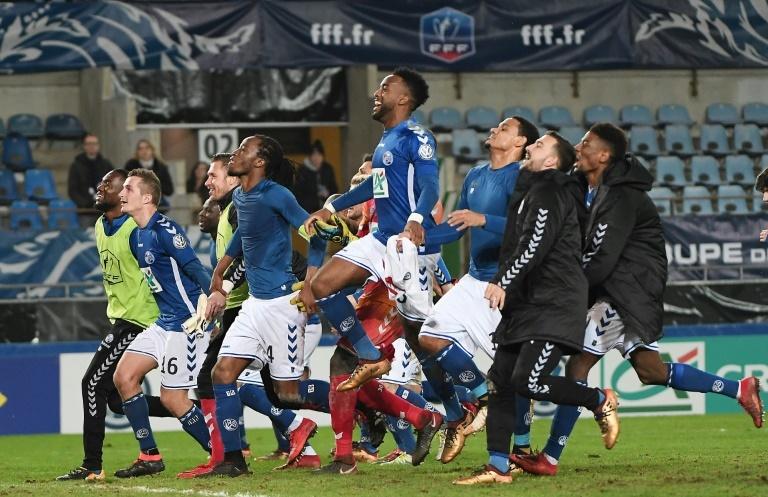 Strasbourg dispose de Grenoble et file en quarts — CdF