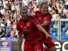 Les attaquantes de l'OL Ada Hegerberg et Eugénie Le Sommer après un but. AFP