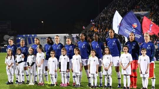 L'équipe de France féminine avant un match amical face à l'Allemagne, à Laval. AFP