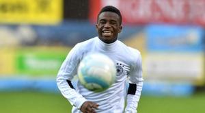 Youssoufa Moukoko à l'échauffement avant un match amical des -16 ans contre l'Autriche. AFP