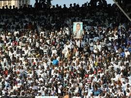 Les supporters du TP Mazembe brandissent le portrait du propriétaire Moïse Katumbi. AFP