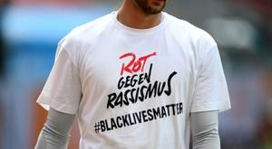 Les joueurs du Bayern affichent BlackLiveMatters sur leurs t-shirts. AFP
