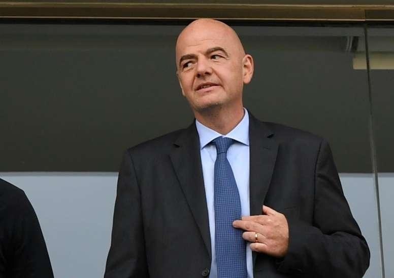 Infantino quiere un Mundial en otoño. AFP
