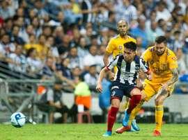 André-Pierre Gignac, à la lutte avec le milieu mexicain du CF Monterrey, Jonathan Gonzalez. AFP