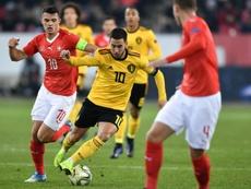 Granit Xhaka (g) à la lutte avec le capitaine belge Eden Hazard. AFP