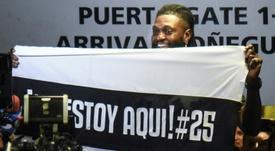 Adebayor marca el choque entre Olimpia y Cerro Porteño. AFP