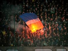 Les supporters du Steaua enflamment les tribunes lors du derby de Bucarest contre le Dinamo. AFP