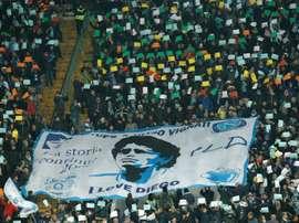 El alcalde de Nápoles quiere ponerle el nombre de Maradona a San Paolo. AFP