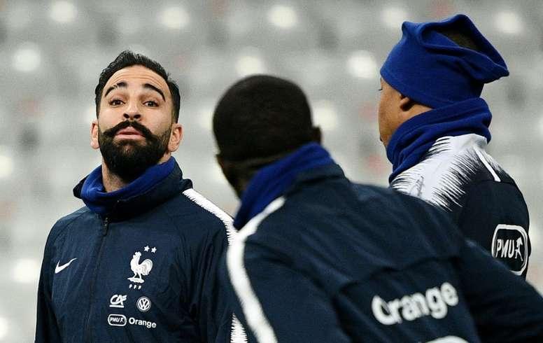 Adel Rami negocia su indemnización con el Olympique de Marsella. AFP