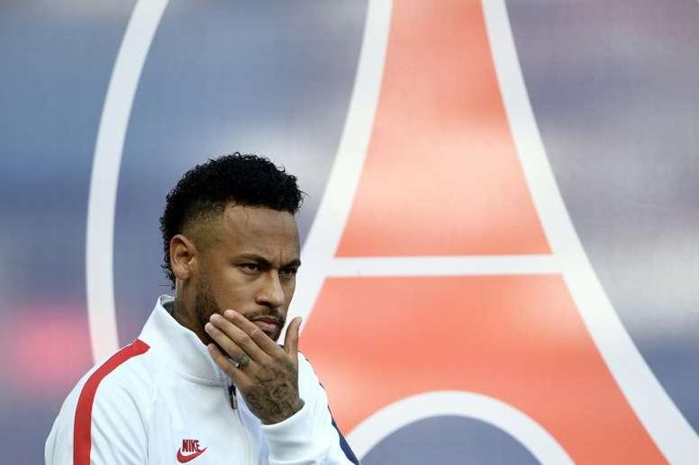 Neymar verá el partido en su palco. AFP