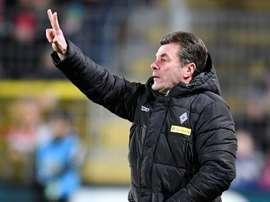 Dieter Hecking renueva con el Monchengladbach. AFP