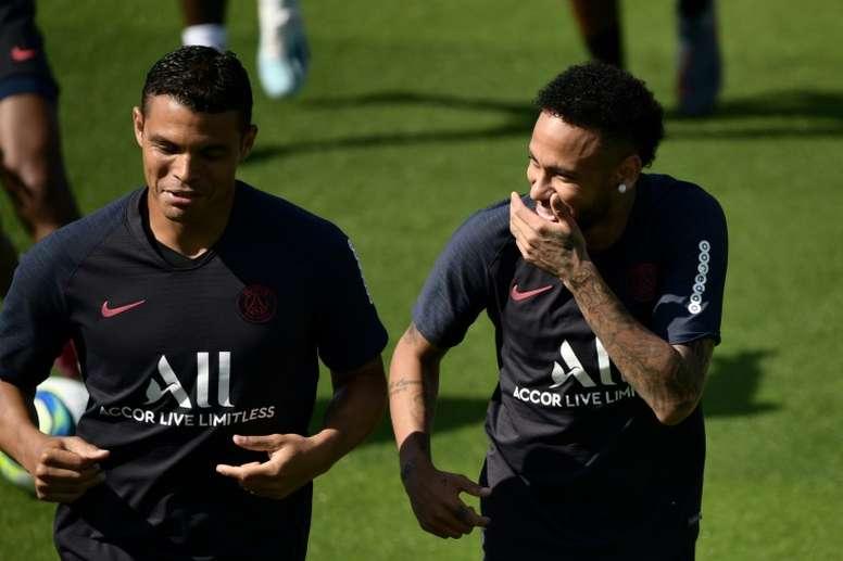 Benjamin Henrichs, lateral direito do Monaco, falou sobre a dificuldade de marcar Neymar. AFP