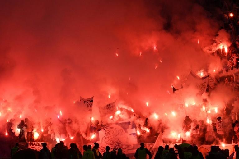 Pin Supporters utilisant des fumigènes lors de la finale de l'Europa League. AFPWhatsappTwitterFacebookCommentaires 0