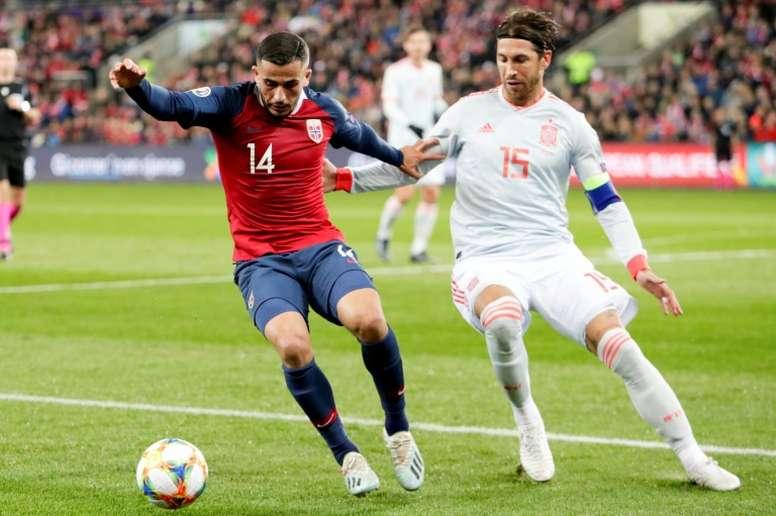 Sergio Ramos ya es el jugador con más internacionalidades con España. AFP