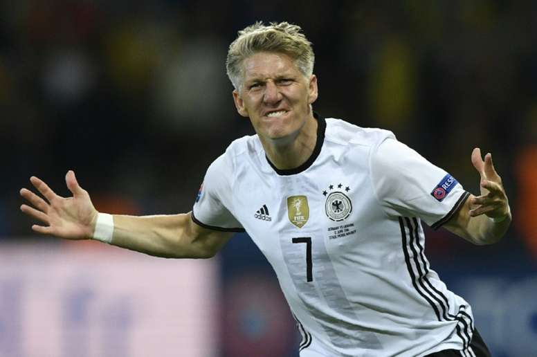 Le milieu allemand Bastian Schweinsteiger savoure son but face à l'Ukraine lors de l'Euro 2016. AFP