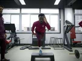 Fernandinho lors dune séance de musculation avec son équipe chinoise de Chongqing. AFP