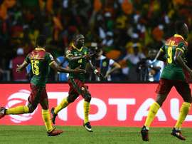 Vincent Aboubakar (c) fête son but pour le Cameroun contre lEgypte en finale de la CAN. AFP