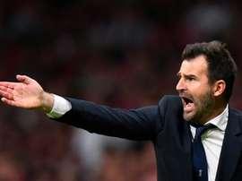 Ivan Leko donne des instructions lors du match contre l'Atletico Madrid. AFP