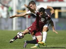 Le milieu du Torino Marco Benassi à la lutte avec celui de l'AS Rome Kevin Strootman. AFP