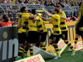 Ousmane Dembélé, au centre, pour célébrer le 2e but de Pierre-Emerick Aubameyang avec Dortmund. AFP