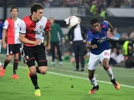 Marcus Rashford (Manchester United) tente de déborder Eric Botteghin du Feyenoordn, en Europa League, le 15 septembre 2016 à Rotterdam