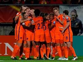 Les Néerlandaises se congratulent après un but contre la Belgique lors de l'Euro. AFP