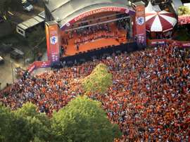 L'équipe féminine de football des Pays-Bas célèbre son 1er titre européen. AFP