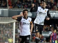 Dani Parejo fête, avec Gonçalo Guedes, son but face à Levante au stade Mestalla. AFP