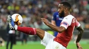 Alexandre Lacazette contrôle le ballon lors du match contre Chelsea en finale d'Europa League. AFP