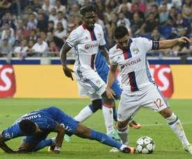El centrocampista (d) podría marcharse a la Liga Turca. AFP