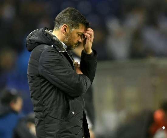 O FC Porto foi perder ao Restelo, por 2-0. AFP