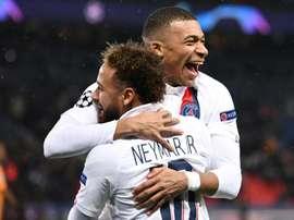 Um golaço da parceria Neymar-Mbappé. AFP