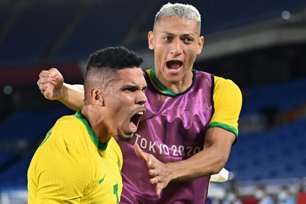 Richarlison comemora a classificação do Brasil. AFP